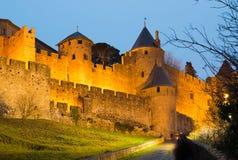 Μεσαιωνικοί τοίχοι φρουρίων στο χρόνο βραδιού Carcassonne Στοκ φωτογραφία με δικαίωμα ελεύθερης χρήσης