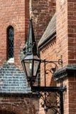 Μεσαιωνικός λαμπτήρας στην πρόσοψη του καθεδρικού ναού Doberaner στοκ φωτογραφίες