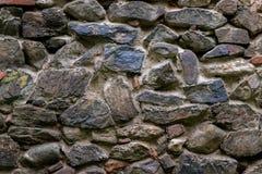 Μεσαιωνικός τοίχος που χτίζεται της πέτρας και των τούβλων, σύσταση υποβάθρου Στοκ εικόνες με δικαίωμα ελεύθερης χρήσης