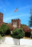 Μεσαιωνικό κάστρο με τη σημαία, Silves, Πορτογαλία Στοκ εικόνες με δικαίωμα ελεύθερης χρήσης