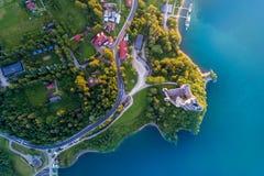 Μεσαιωνικό κάστρο σε Niedzica από τη λίμνη Czorsztyn Στοκ φωτογραφία με δικαίωμα ελεύθερης χρήσης