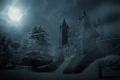 Μεσαιωνικό κάστρο τη νύχτα Στοκ εικόνα με δικαίωμα ελεύθερης χρήσης