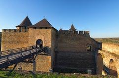 Μεσαιωνικό κάστρο Khotyn κοντά στο Dniester ποταμό Διάσημος τουριστικός προορισμός θέσεων και ταξιδιού στην Ουκρανία στοκ εικόνες