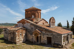 Μεσαιωνικό μοναστήρι που χτίζεται πέρα από τις καταστροφές του αρχαίου Apollonia Στοκ φωτογραφία με δικαίωμα ελεύθερης χρήσης