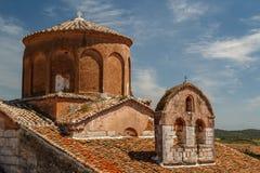 Μεσαιωνικό μοναστήρι που χτίζεται πέρα από τις καταστροφές του αρχαίου Apollonia Στοκ Φωτογραφίες