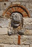 Μεσαιωνικό μοναστήρι που χτίζεται πέρα από τις καταστροφές του αρχαίου Apollonia Στοκ Φωτογραφία