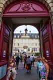 Μεσαιωνικό μουσείο ταπήτων του Bayeux που περιέχει τη 69m μακροχρόνια ιστορία του William η αγγλική εισβολή κατακτητών ` s στοκ φωτογραφία με δικαίωμα ελεύθερης χρήσης
