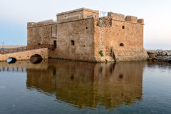 Μεσαιωνικό οχυρό στο λιμένα της Πάφος στοκ φωτογραφίες