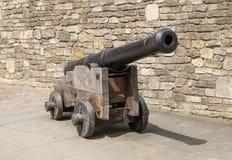 Μεσαιωνικό πυροβόλο στην ξύλινη μεταφορά πυροβόλων όπλων Στοκ εικόνα με δικαίωμα ελεύθερης χρήσης