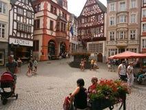 Μεσαιωνικό τετράγωνο σε Bernkastel, Γερμανία Στοκ φωτογραφίες με δικαίωμα ελεύθερης χρήσης