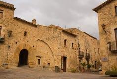 Μεσαιωνικό του χωριού κύριο τετράγωνο Pals στοκ εικόνα