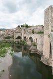 Μεσαιωνικό χωριό του besalu στην Καταλωνία Ισπανία στοκ φωτογραφία