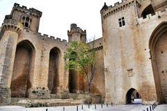 Μεσαιωνικό χωριό Olite με τους πύργους από το παλαιό κάστρο, Ναβάρρα, Ισπανία Στοκ φωτογραφία με δικαίωμα ελεύθερης χρήσης