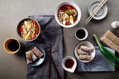 Μεσημεριανό γεύμα με τα νουντλς udon που μαγειρεύονται με τα λαχανικά Στοκ Εικόνες