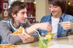 Μεσημεριανό γεύμα σπουδαστών στοκ εικόνα με δικαίωμα ελεύθερης χρήσης