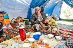 Μεσημεριανό γεύμα στη σκηνή στο Κιργιστάν Στοκ φωτογραφία με δικαίωμα ελεύθερης χρήσης