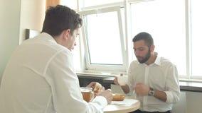 Μεσημεριανό γεύμα στο γραφείο απόθεμα βίντεο
