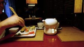 Μεσημεριανό γεύμα στο ιαπωνικό εστιατόριο απόθεμα βίντεο