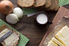 Μεσημεριανό γεύμα στο χωριό - Mook, ψωμί, βούτυρο Στοκ Φωτογραφία