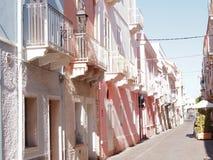 Μεσογειακή οδός σε Carloforte, Isola Di SAN Pietro, Σαρδηνία, Ιταλία, Ευρώπη στοκ εικόνες
