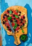 μεσογειακή ψημένη πίτσα κόκκινων πιπεριών Στοκ Φωτογραφία