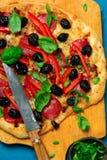μεσογειακή ψημένη πίτσα κόκκινων πιπεριών Στοκ Εικόνες