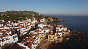 Μεσογειακός του χωριού εναέριος βλαστός στο ηλιοβασίλεμα απόθεμα βίντεο