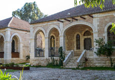 Μεσογειακό αστικό τοπίο, σπίτι πετρών με τα archs, Ιερουσαλήμ Στοκ Εικόνες