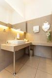 Μεσογειακό εσωτερικό - washbasin Στοκ φωτογραφία με δικαίωμα ελεύθερης χρήσης