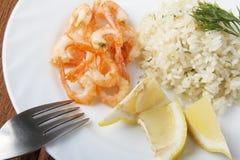 Μεσογειακό πιάτο των γαρίδων με το ρύζι Στοκ Εικόνες