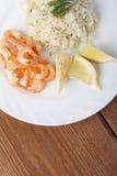Μεσογειακό πιάτο των γαρίδων με το ρύζι Στοκ Φωτογραφία