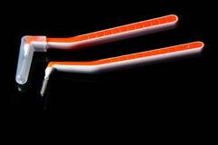μεσοδόντιο δόντι βουρτσώ&n Στοκ εικόνα με δικαίωμα ελεύθερης χρήσης