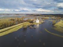 μεσολάβηση εκκλησιών nerl Ρωσία Εναέριο έδαφος άποψης στοκ εικόνες με δικαίωμα ελεύθερης χρήσης