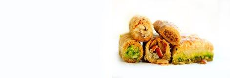 Μεσο-Ανατολικό baklava επιδορπίων στο άσπρο υπόβαθρο Ελεύθερου χώρου για το κείμενό σας απαγορευμένα στοκ φωτογραφίες