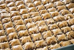 Μεσο-Ανατολικό γλυκό που γίνεται από semolina και ζάχαρης το σιρόπι Στοκ εικόνα με δικαίωμα ελεύθερης χρήσης