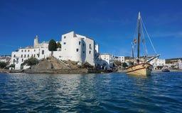 Μεσόγειος του χωριού Cadaques της Ισπανίας παράκτια Στοκ φωτογραφία με δικαίωμα ελεύθερης χρήσης