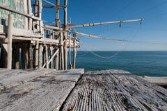 Μεσόγειος, trebuchet αλιεία χαρακτηριστική της ακτής Apulian Στοκ Εικόνες