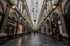 Μετάβαση Passade LE Λα Reine βασίλισσας ` s στις βασιλικές στοές Galeries Royales με ένα κατάστημα Longchamp στο μέτωπο στοκ φωτογραφία