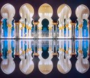 Μετάβαση Sheikh του μεγάλου μουσουλμανικού τεμένους Αμπού Νταμπί Zayed Στοκ φωτογραφία με δικαίωμα ελεύθερης χρήσης