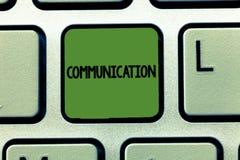 Μετάδοση κειμένων γραψίματος λέξης Επιχειρησιακή έννοια για τη μετάδοση ή την ανταλλαγή των πληροφοριών με την ομιλία του γραψίμα στοκ φωτογραφία