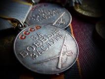 Μετάλλια ` για την αξία ` μάχης στην κορδέλλα του ST George Παππούς βραβείων μνήμη heirloom στοκ εικόνες
