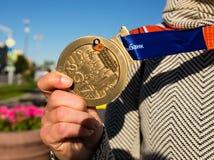 Μετάλλιο του συμμετέχοντος του μαραθωνίου της Μόσχας του 2017 στοκ φωτογραφίες με δικαίωμα ελεύθερης χρήσης