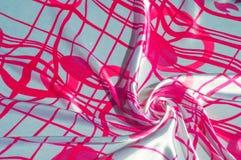 Μετάξι σύστασης υποβάθρου Το ύφασμα είναι άσπρο στο χρώμα χάλυβα, Στοκ φωτογραφία με δικαίωμα ελεύθερης χρήσης