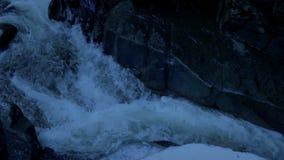 Μετά από έναν παγωμένο ποταμό το βράδυ απόθεμα βίντεο