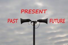 Μετά από την παρούσα και μελλοντική έννοια χρονικής προόδου στοκ φωτογραφία