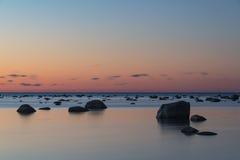 Μετά από το ηλιοβασίλεμα με τα σκοτεινά stounes Στοκ Φωτογραφίες