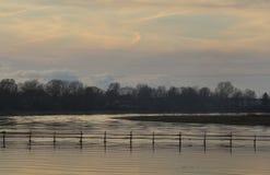 Μετά από το ηλιοβασίλεμα στον ποταμό Στοκ φωτογραφία με δικαίωμα ελεύθερης χρήσης