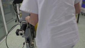 Μεταβαλλόμενο εξέλικτρο με το καλώδιο οπτικών ινών απόθεμα βίντεο