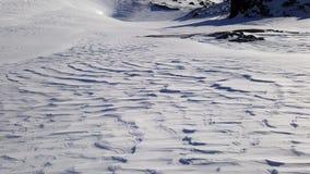 Μεταδιδόμενος μέσω του ανέμου τομέας χιονιού Στοκ Φωτογραφίες
