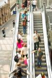 Μετακίνηση ανθρώπων θαμπάδων υπόγειων μετρό τραίνων Στοκ Εικόνα